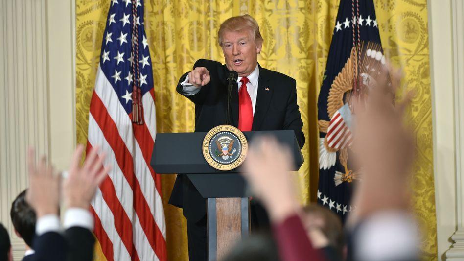 Donald Trump bei Pressekonferenz im Weißen Haus