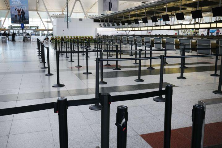 Praktisch leerer Flughafen in New York City: Kaum noch Flüge, kaum noch Passagiere