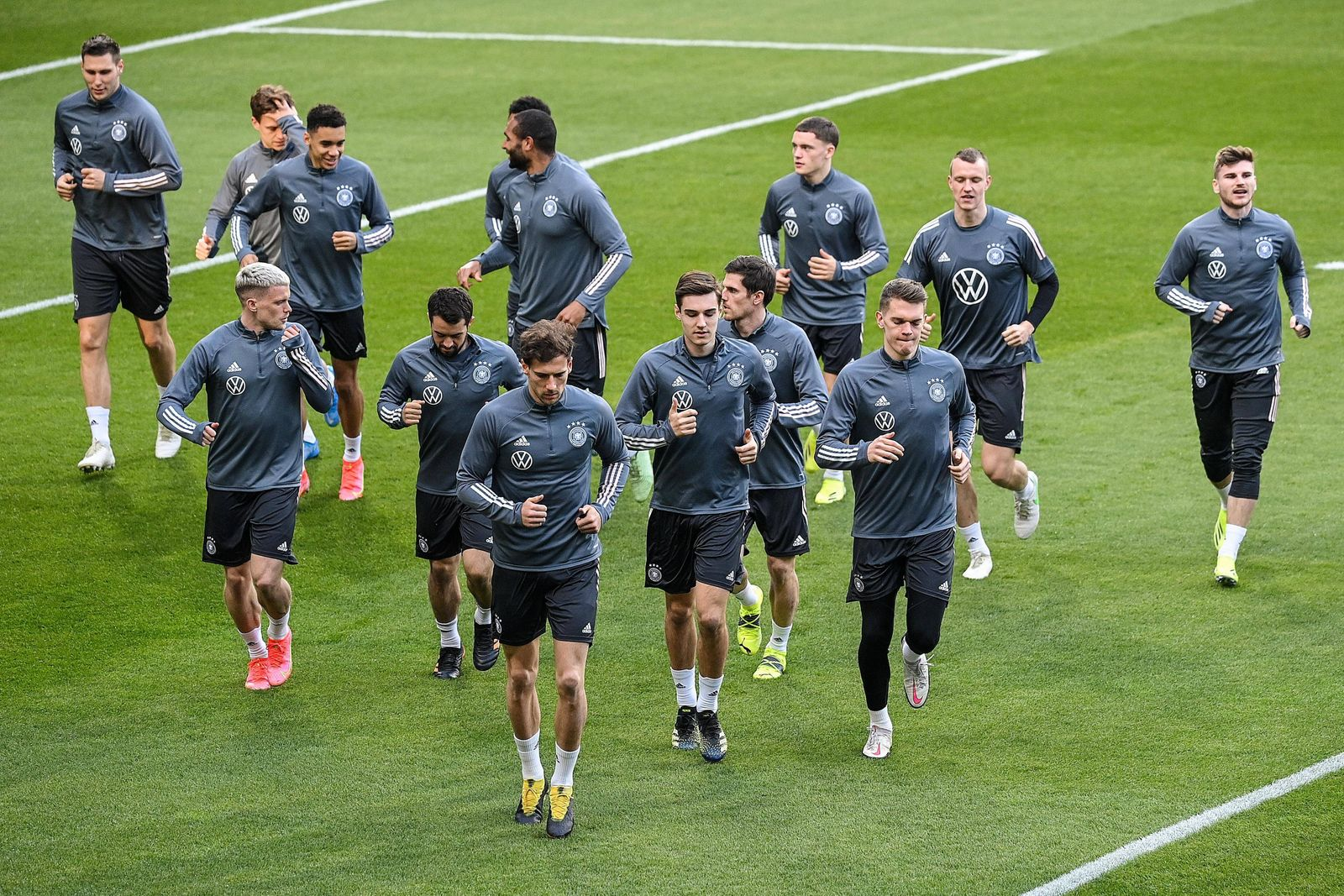 (210325) -- DUISBURG, March 25, 2021 -- Players of Germany s national football team attend a training session in Duisbu