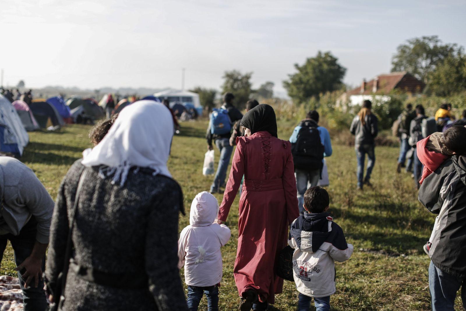 NICHT MEHR VERWENDEN! - Frauen/ Flüchtlinge/ Belästigung