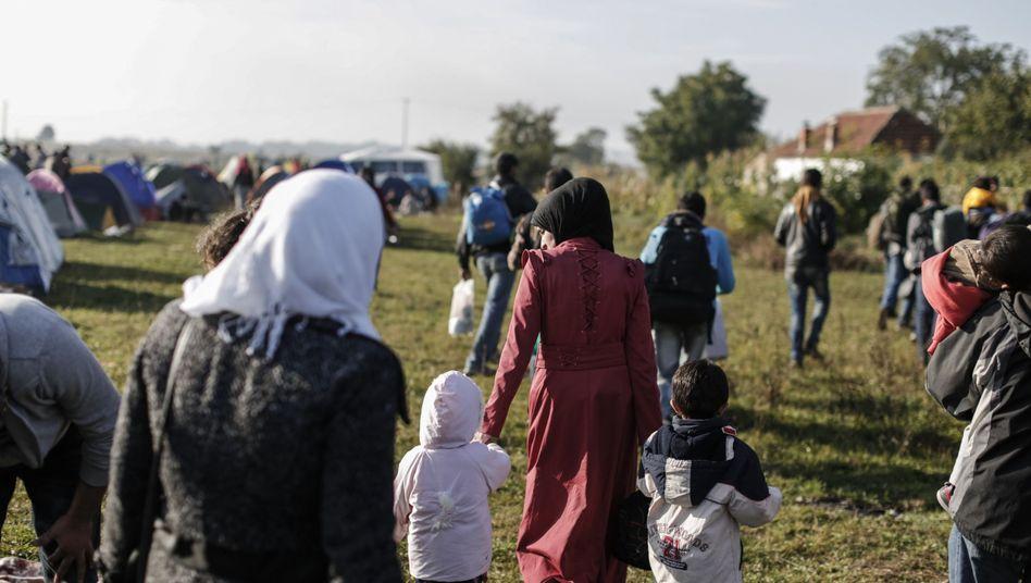 """Weibliche Flüchtlinge in Serbien (Archiv): """"Wenig Unterstützung oder Schutz"""""""