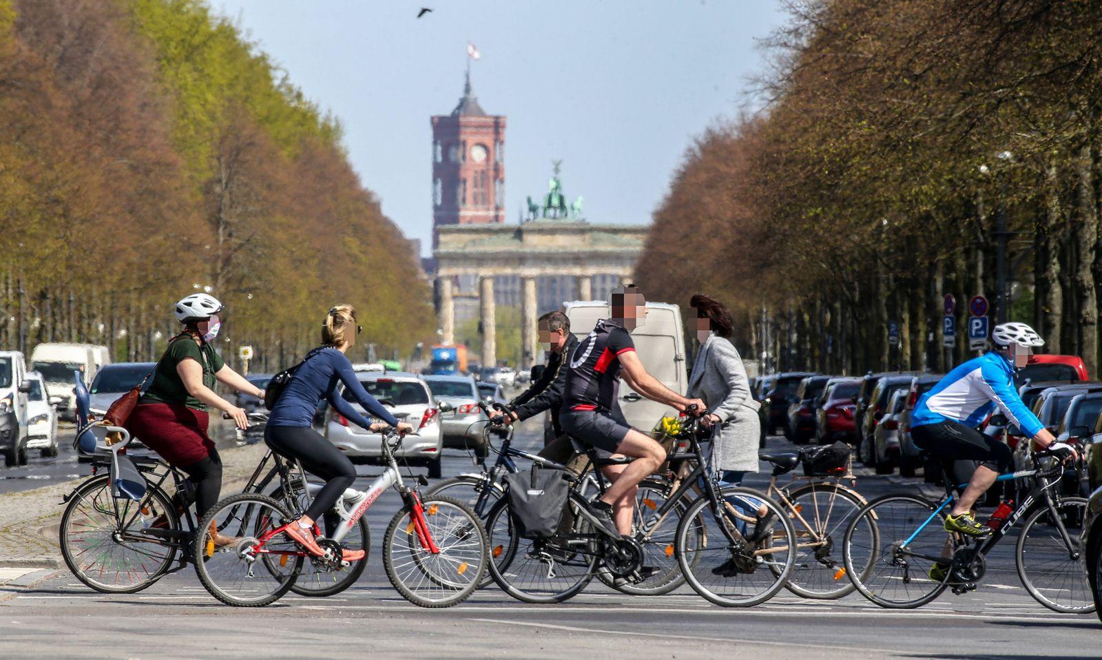 Coronavirus in Berlin Berlin, 16.04.2020, Tiergarten. Wegen der Massnahmen zur Eindaemmung des Coronavirus ist die Stras