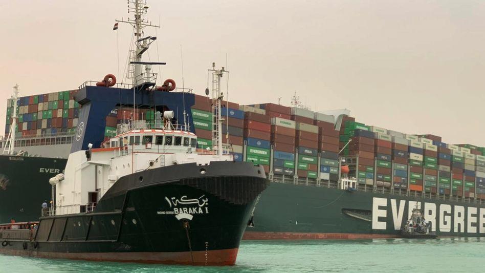 Die »Ever Given« im Suezkanal (Archiv)