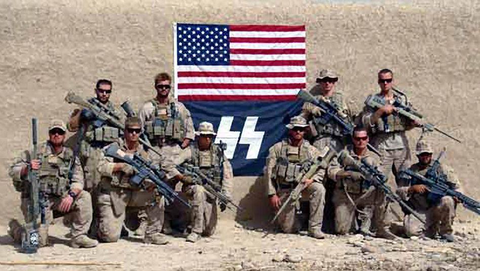 US-Marines in der afghanischen Provinz Helmand: Posieren mit US-Flagge und SS-Symbol