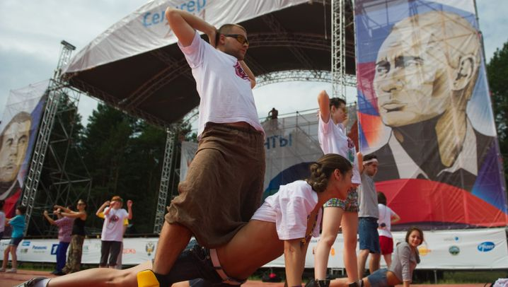 """Putins """"Volksfront"""": Training für die Operation Machterhalt"""