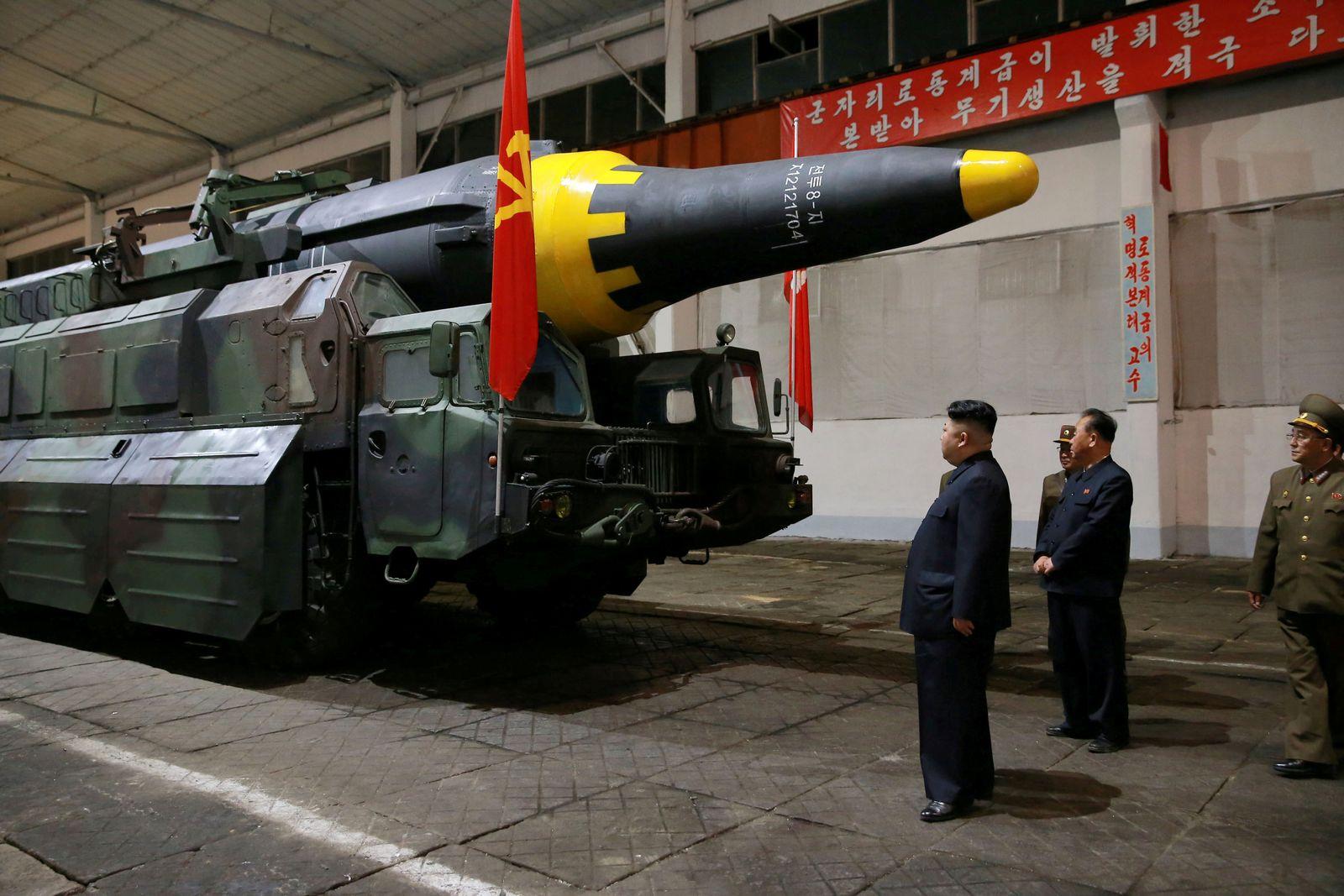 Kim Jong Un & Rakete
