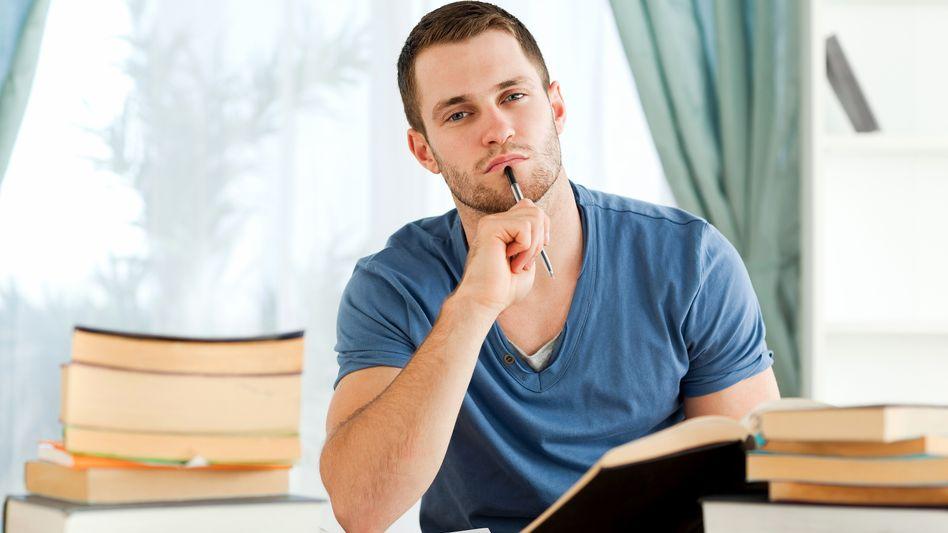 Student beim Lernen: Was soll ich nur tun? Wo fange ich an?