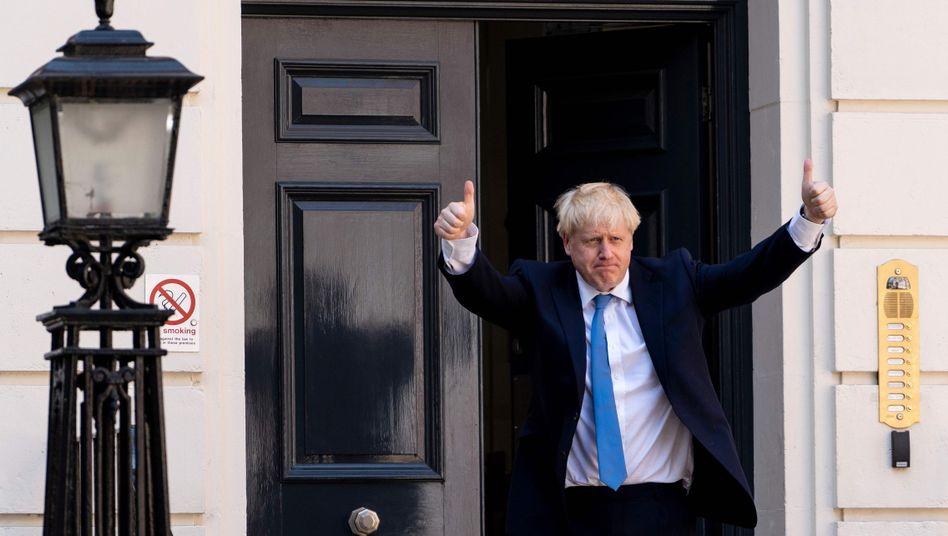 Boris Johnson vor der Parteizentrale der Konservativen in London