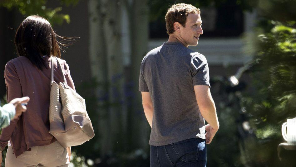 Sheryl Sandberg (l.) und Facebook-Gründer Mark Zuckerberg