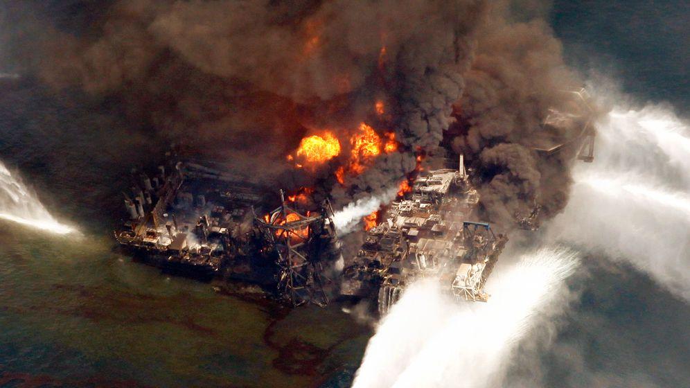 USA: Bohrinsel in Flammen