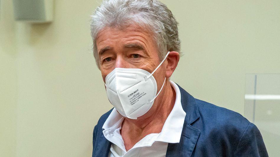 Thomas Pekny, Intendant der Komödie im Bayerischen Hof, vor Prozessbeginn im Gerichtssaal des Landgerichts München I