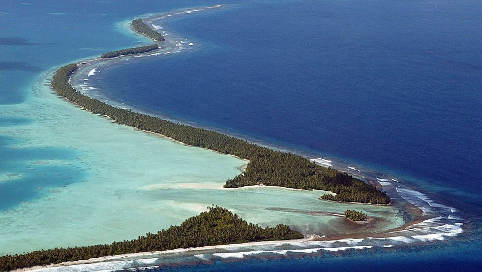 The coast of the Funafuti Atoll: A rise in sea levels could have catastrophic consequences for island nations like Tuvalu or the Maldives.
