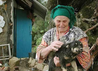 Nur der Hund ist ihr geblieben: 72-Jährige nach dem Unwetter im russischen Noworossijsk