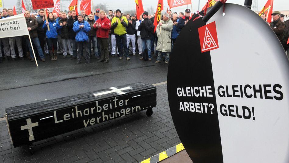 Zeitarbeiter bei einer Demonstration im Februar: Christliche Gewerkschaften nicht tariffähig