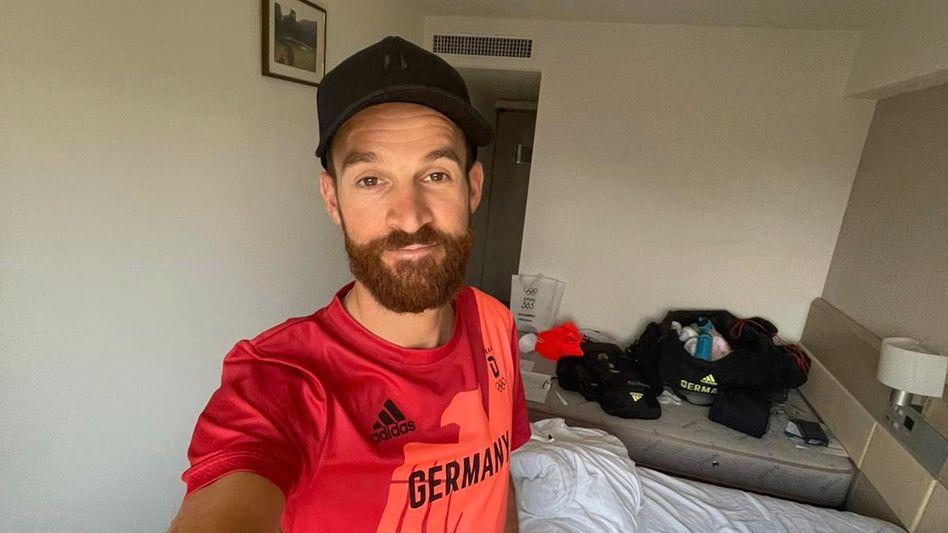 Simon Geschke in seinem Quarantänezimmer