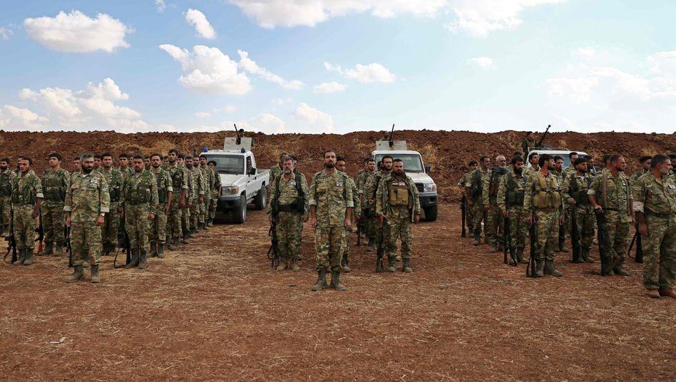 SDF-Kämpfer in Syrien: Wieder haben kurdische Milizen sich mit einem westlichen Partner zusammengetan, der sie nun aus Eigeninteresse fallen lässt