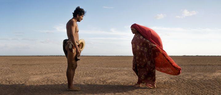 Filmszene mit Rapayet (José Acosta, l.) und Zaida (Natalia Reyes)