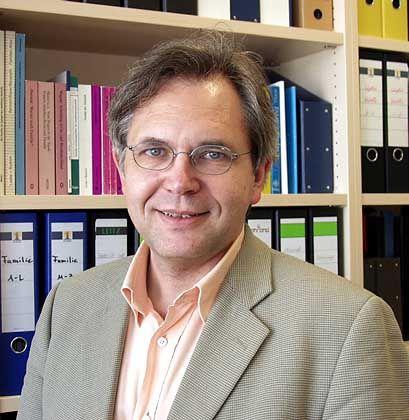 Martin Diewald ist Soziologieprofessor in Bielefeld und erforscht seit Jahren die Rolle sozialer Netzwerke in Beruf und Gesellschaft
