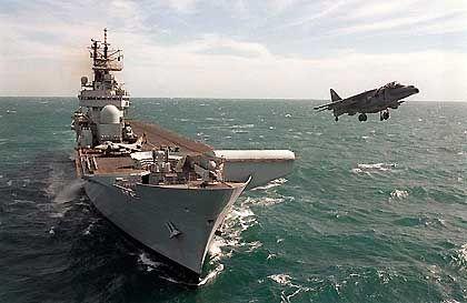 Flugzeugträger HMS Fearless: Möglicher Bestandteil einer Aufmarschflotte, hier bei einem Manöver in der Golfregion