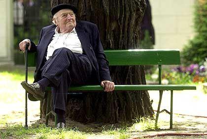 Stefan Heym im Mai 2001 in Berlin. Der Schriftsteller starb am 16. Dezember in Jerusalem im Alter von 88 Jahren