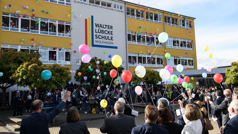 Festakt zur Umbenennung der Wilhelm-Filchner-Schule in Walter-Lübcke-Schule (September 2020)