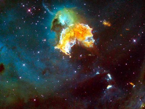 Supernova N 63A: Falschfarben zeigen Schwefel (rot), Sauerstoff (blau) und Wasserstoff (grün)
