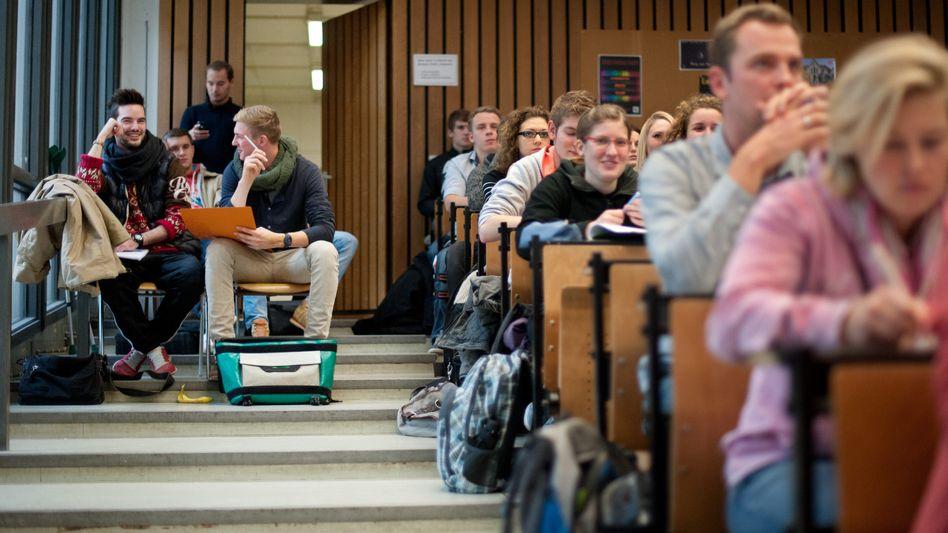 BWL-Vorlesung in Hildesheim. Deutschland investiert überdurchschnittlich viel Geld pro Student