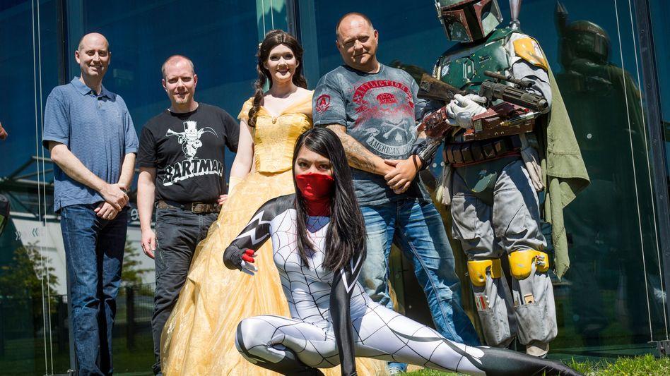 Die Organisatoren der Comic Con - und einige Cosplayer