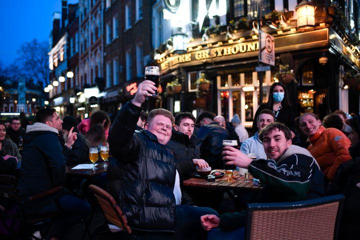 Außenbereich eines Pubs in London