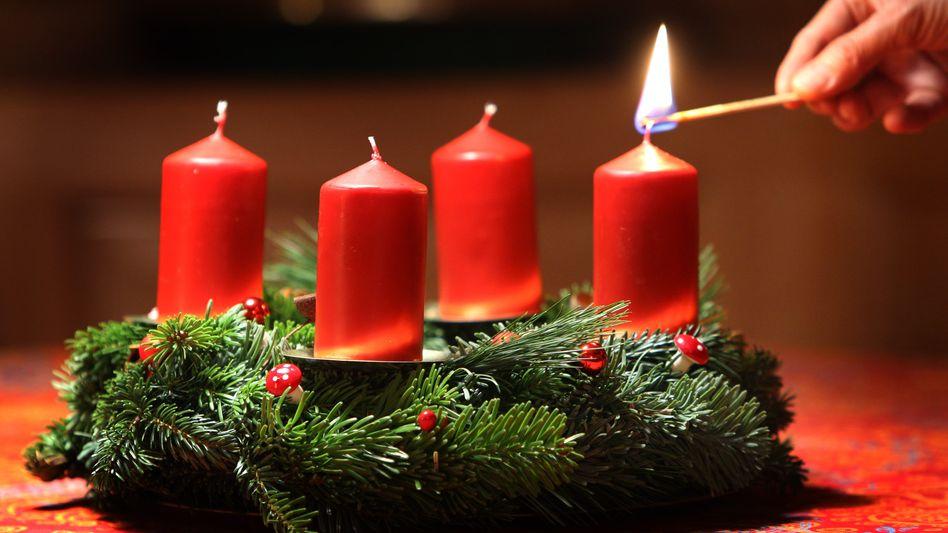 Sparen im Advent: Kerzen jeden Sonntagabend einschmelzen