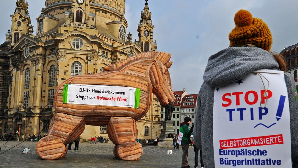 """Anti-TTIP-Demonstration in Dresden: """"Verhärtung der gegensätzlichen Positionen"""""""