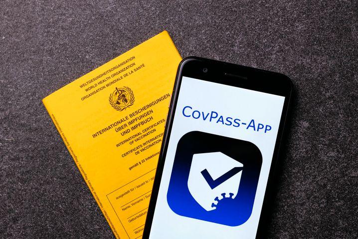 Mit der CovPass-App kann man seinen Impfstatus nachweisen – oder mit der Corona-App, die viele Bürger ohnehin schon auf ihrem Smartphone haben.