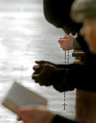 Kirchenbesucher beim Gebet: Kein Effekt nachweisbar
