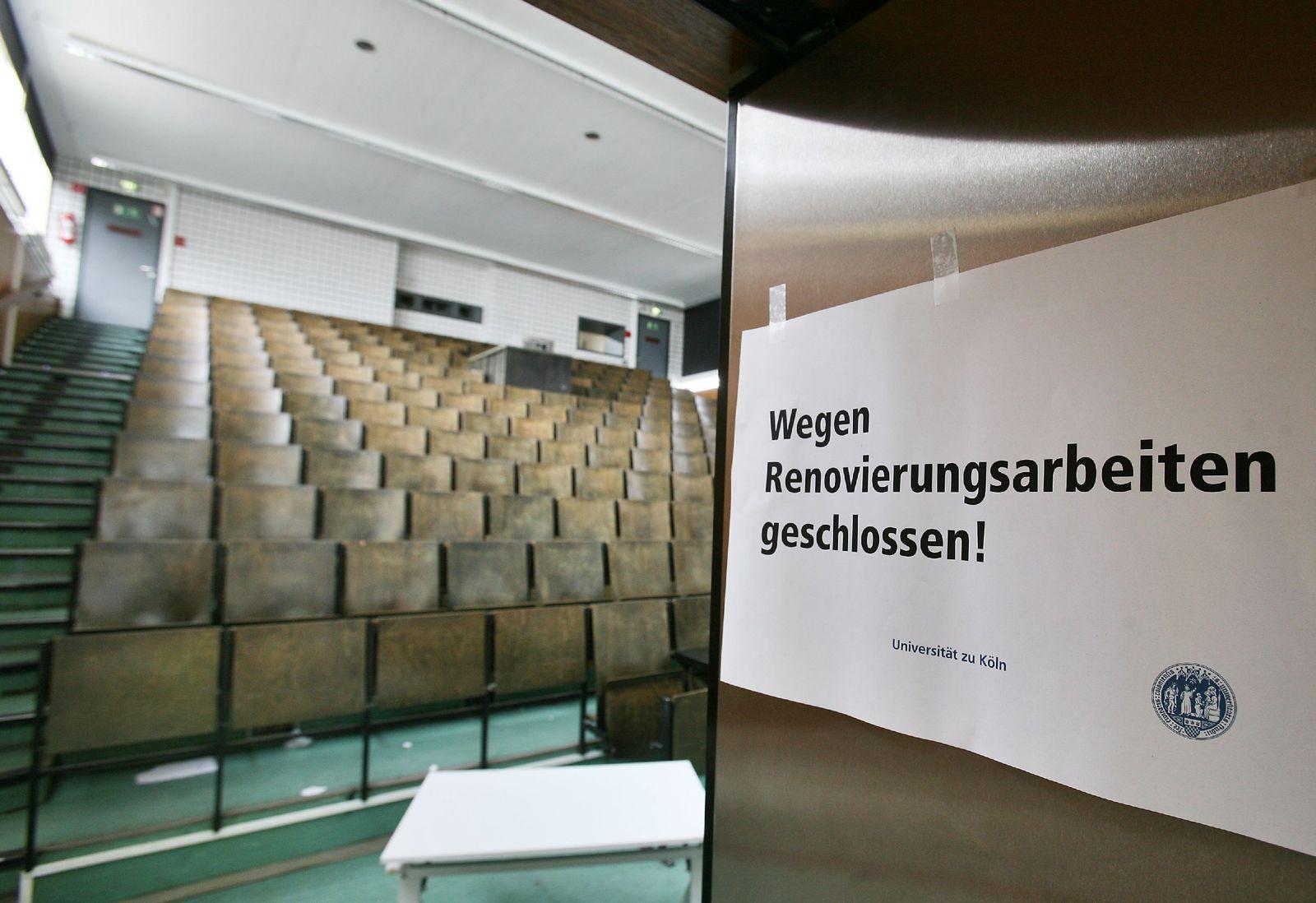 Baufälliger Hörsaal in Köln