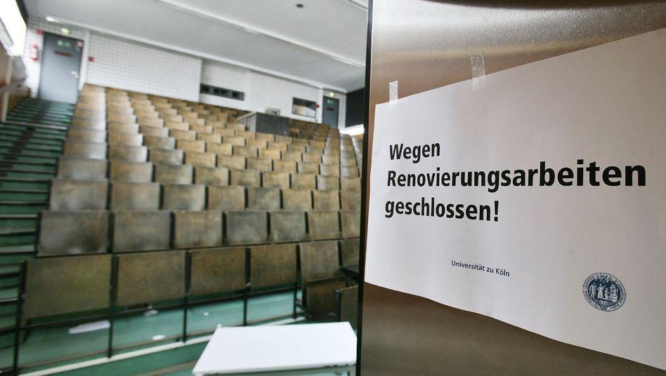 Geschlossener Hörsaal (Archiv): Warum müssen Vorlesungen so früh stattfinden?