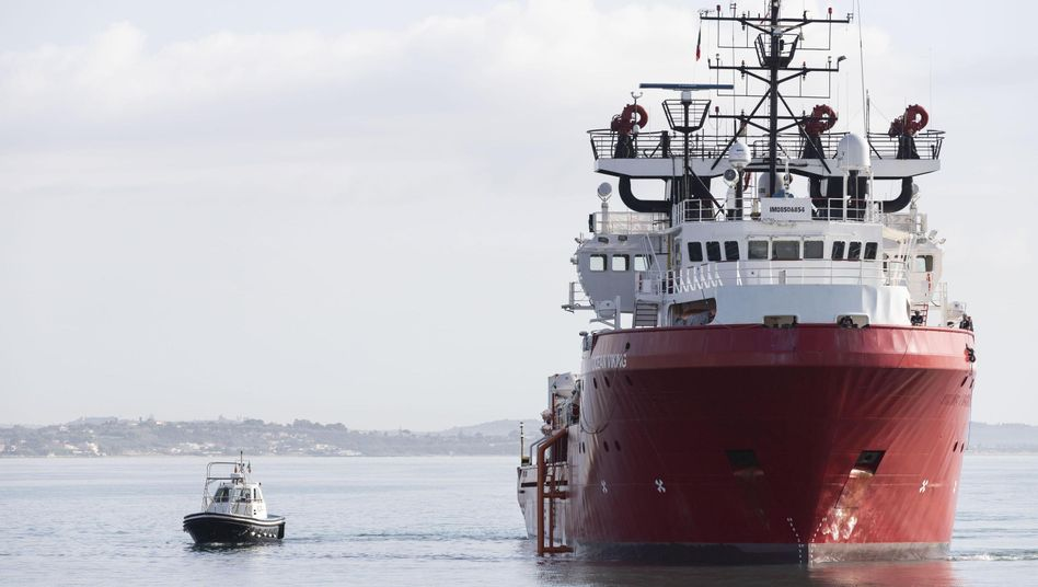 """Das Rettungsschiff """"Ocean Viking"""" darf die Stadt Messina anlaufen (Archiv)"""