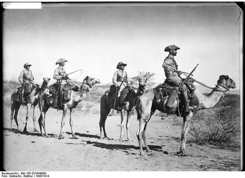 Немецкий патруль на верблюжьих всадниках
