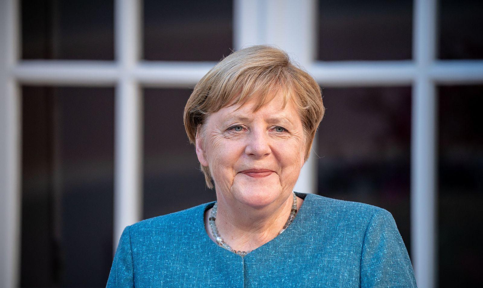 Kanzlerin Merkel besucht Frankreichs Präsident Macron