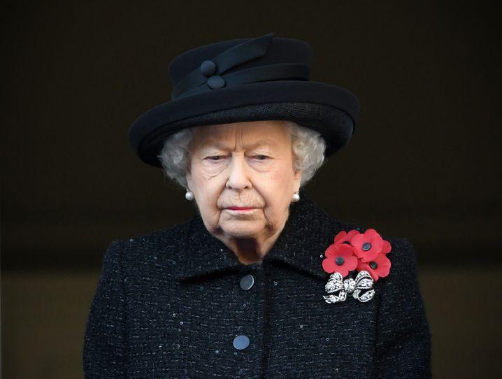 """Queen Elizabeth: Die Reaktion des Buckingham Palasts auf Meghans und Harrys """"Austrittsschreiben"""" war frostig"""