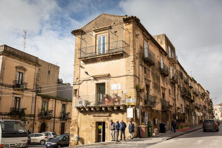 Caltagirone im Hinterland Siziliens: Die Nonnen Bernada, Marta und Chiara leben hier im Konvent