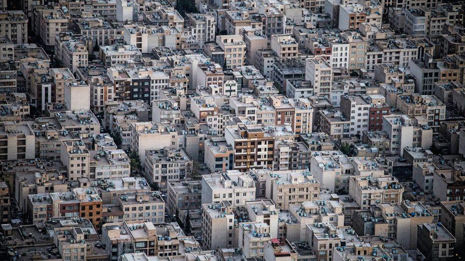 Metropole Teheran: Tausende protestieren gegen die Regierung