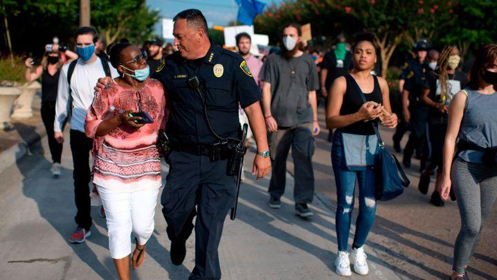 Polizisten zeigen Solidarität