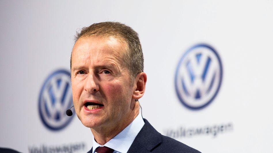 Volkswagen-Chef Herbert Diess bei einer Pressekonferenz in Wolfsburg (Archiv)