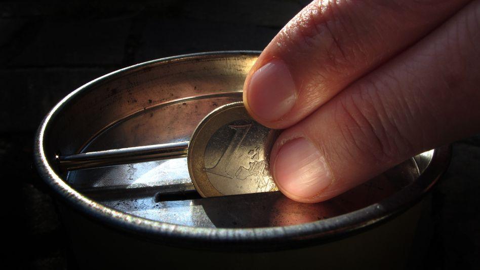 Geldspende in Sammeldose (Symbolbild): Aufkommen um Milliarden niedriger als angenommen