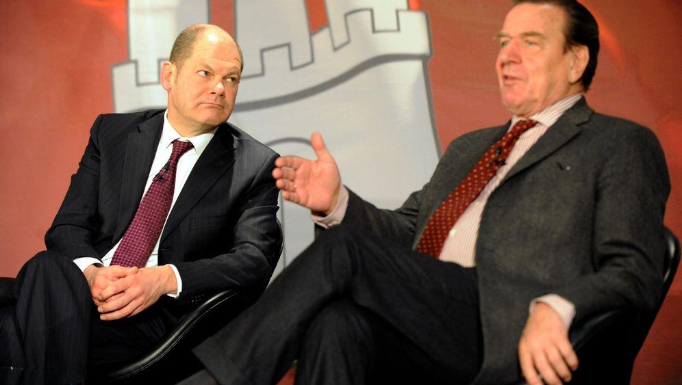 Schröder und Scholz: Promo für den Wirtschaftswahlkampf