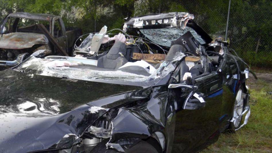 Durch Unfall zerstörter Tesla S