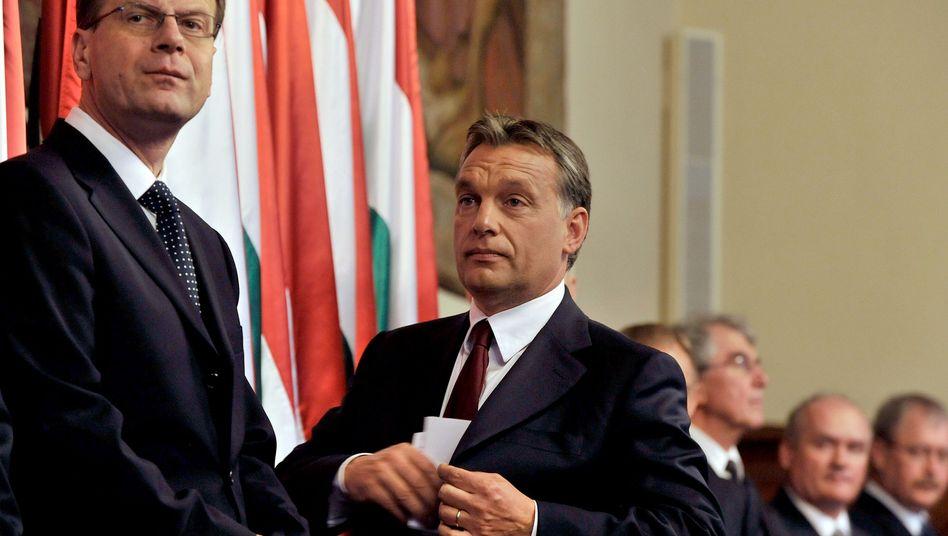 """Fidesz-Politiker Navracsics (l.), Ungarns Ministerpräsident Orbán: """"Die Werte der EU sind nicht unbedingt die Werte der Fidesz"""""""