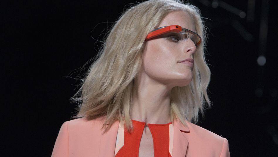 Model mit Google Glass: Zugriff für Entwickler