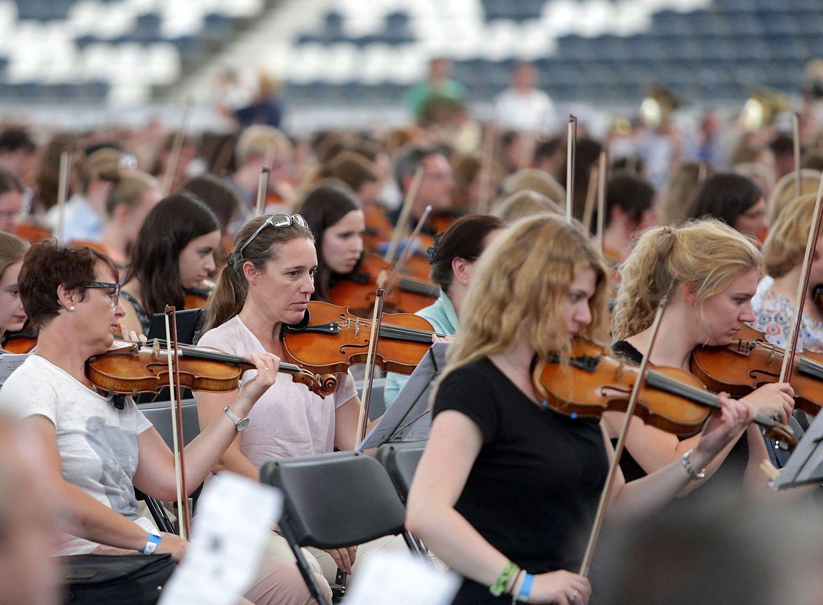 Riesen-Orchester probt für den Weltrekord