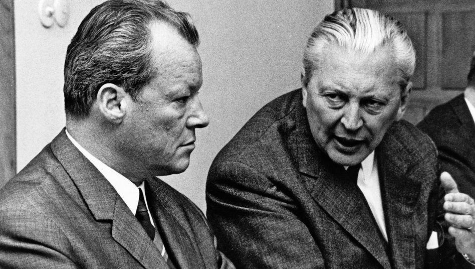 Kurt Georg Kiesinger (rechts, im Gespräch mit Willy Brandt): Mitgliedschaft in der NSDAP